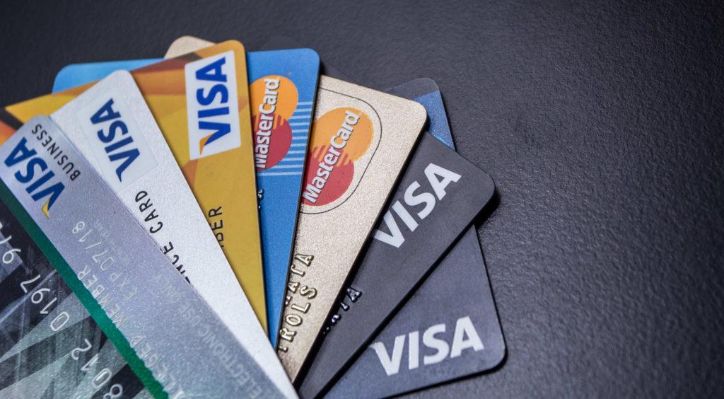 クレジットカード案件も学生や主婦、会社員など大多数にアプローチができます。